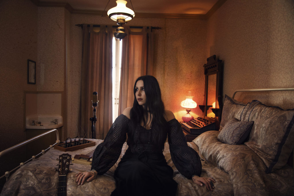 """CHELSEA WOLFE: il video del nuovo brano """"Be All Things"""""""